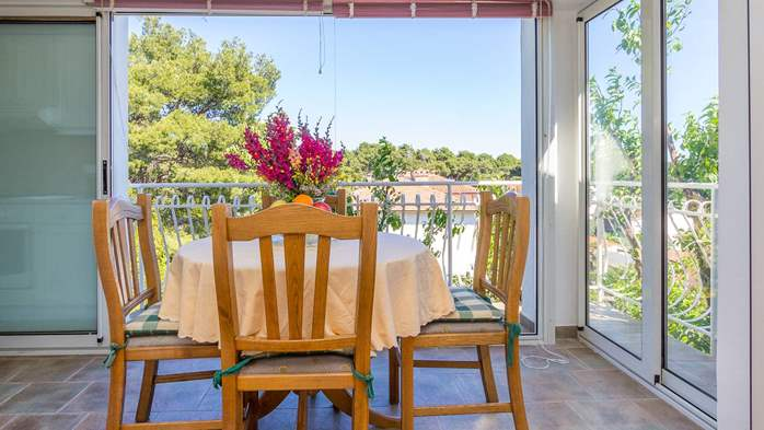Apartment in the attic with an unbeatable sea view in Pula, 8