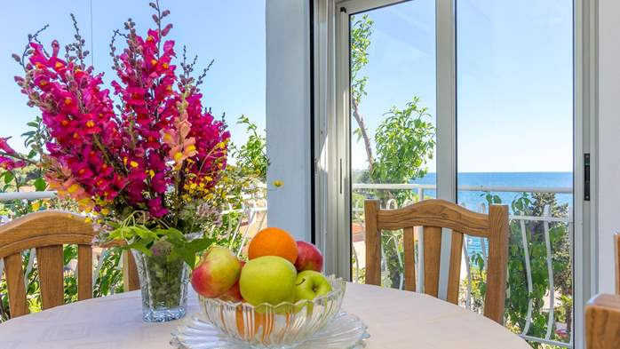 Apartment in the attic with an unbeatable sea view in Pula, 10