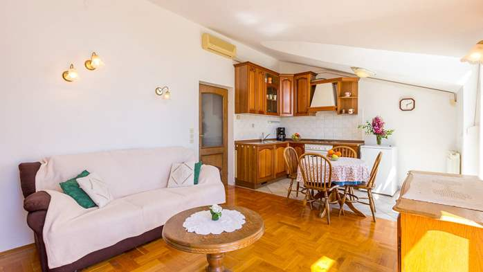Two bedroom apartment in Pula with magnificent sea view, 3