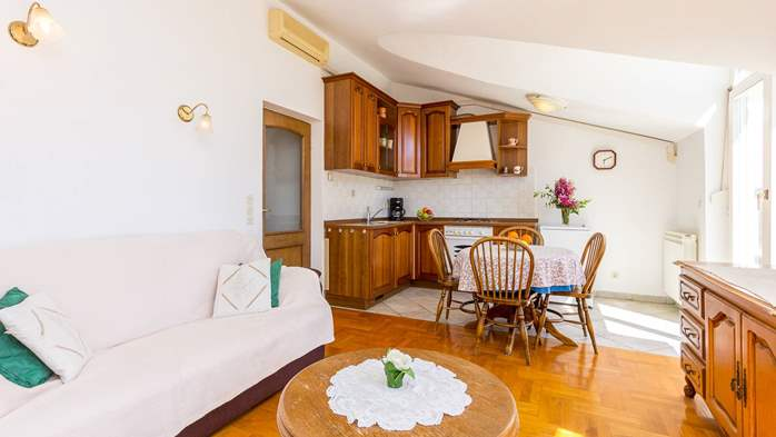 Two bedroom apartment in Pula with magnificent sea view, 6