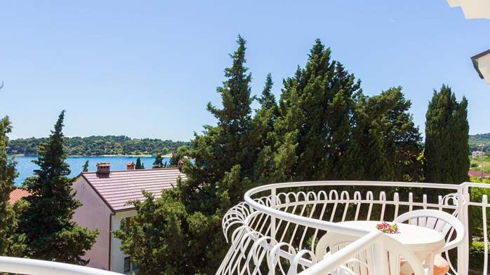 Two bedroom apartment in Pula with magnificent sea view, 18