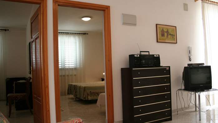 Apartment for 7 persons with two bedrooms, WiFi, SAT-TV, balcony, 8