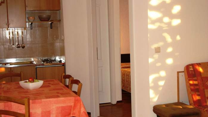 Apartment on the 1st floor for 2-4 persons, free WiFi, SAT-TV, 3