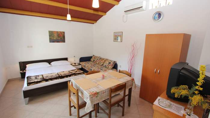 Lovely holiday house in Medulin for 3 persons with nice garden, 8