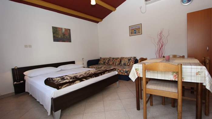 Lovely holiday house in Medulin for 3 persons with nice garden, 12