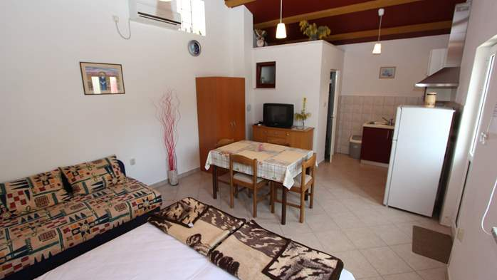 Lovely holiday house in Medulin for 3 persons with nice garden, 13