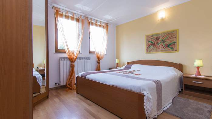 Villa in Ližnjan with private pool, can host up to 13 persons, 42