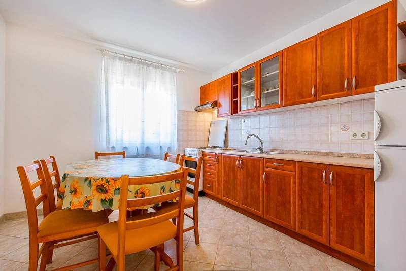 Sbirciatevi all 39 interno dei moderni appartamenti a medulin for Appartamenti con 2 camere matrimoniali vicino a me