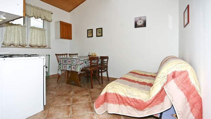 Apartment on the ground floor for 2-4 persons, SAT-TV, garden, 1