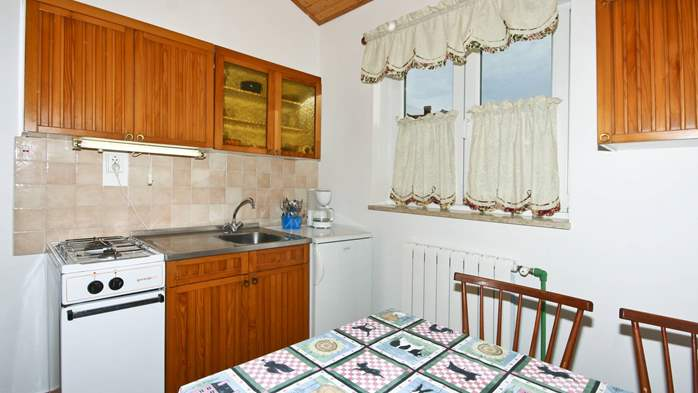 Apartment on the ground floor for 2-4 persons, SAT-TV, garden, 3