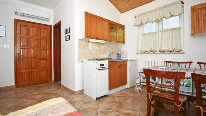 Apartment on the ground floor for 2-4 persons, SAT-TV, garden, 4