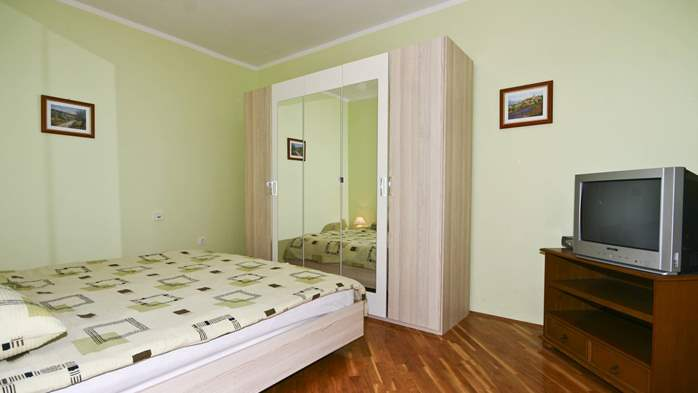 Apartment on the ground floor for 2-4 persons, SAT-TV, garden, 6