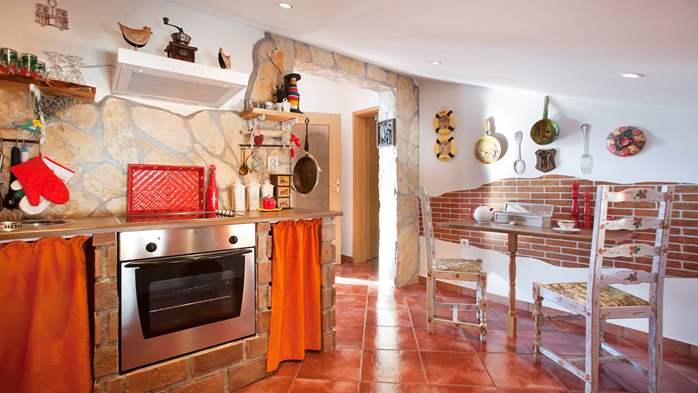 Beautiful, rustic style apartment with sea view and pool, WiFi, 2