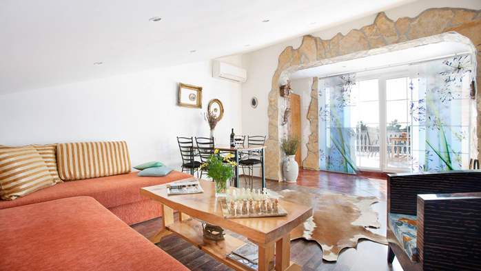 Beautiful, rustic style apartment with sea view and pool, WiFi, 1