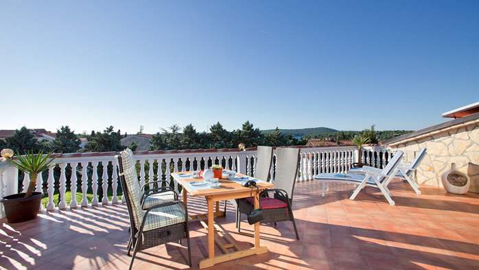 Beautiful, rustic style apartment with sea view and pool, WiFi, 9