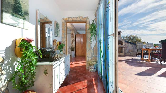 Beautiful, rustic style apartment with sea view and pool, WiFi, 8