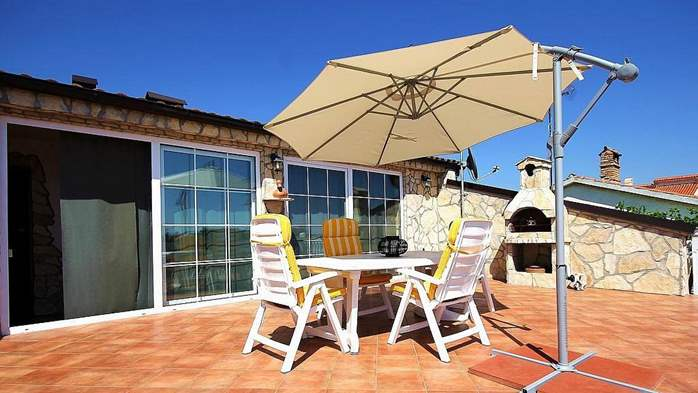 Beautiful, rustic style apartment with sea view and pool, WiFi, 12