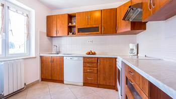 Spacious 3 bedroom apartment with wonderful covered terrace, 5