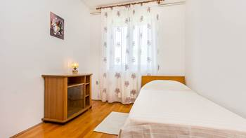 Spacious 3 bedroom apartment with wonderful covered terrace, 8