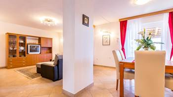 Spacious 3 bedroom apartment with wonderful covered terrace, 13