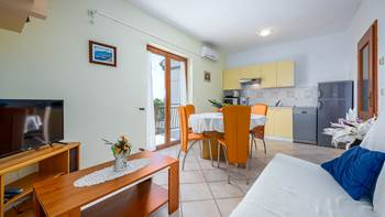 Second-floor apartment, with 2 bedrooms, sea view balcony, WiFi, 7