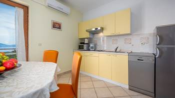 Second-floor apartment, with 2 bedrooms, sea view balcony, WiFi, 5