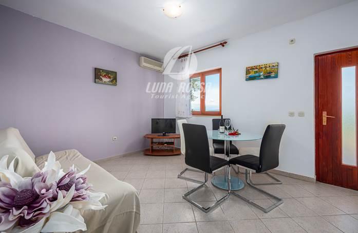 Appartamento con 2 camere da letto e terrazza privata,WiFi gratis (Drenje)