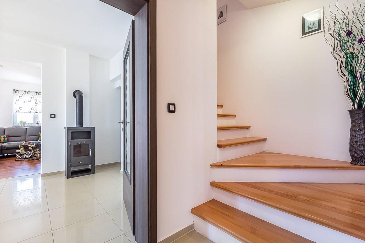 ferienhaus barban mit terrasse oder balkon f r bis zu 12 personen mieten. Black Bedroom Furniture Sets. Home Design Ideas