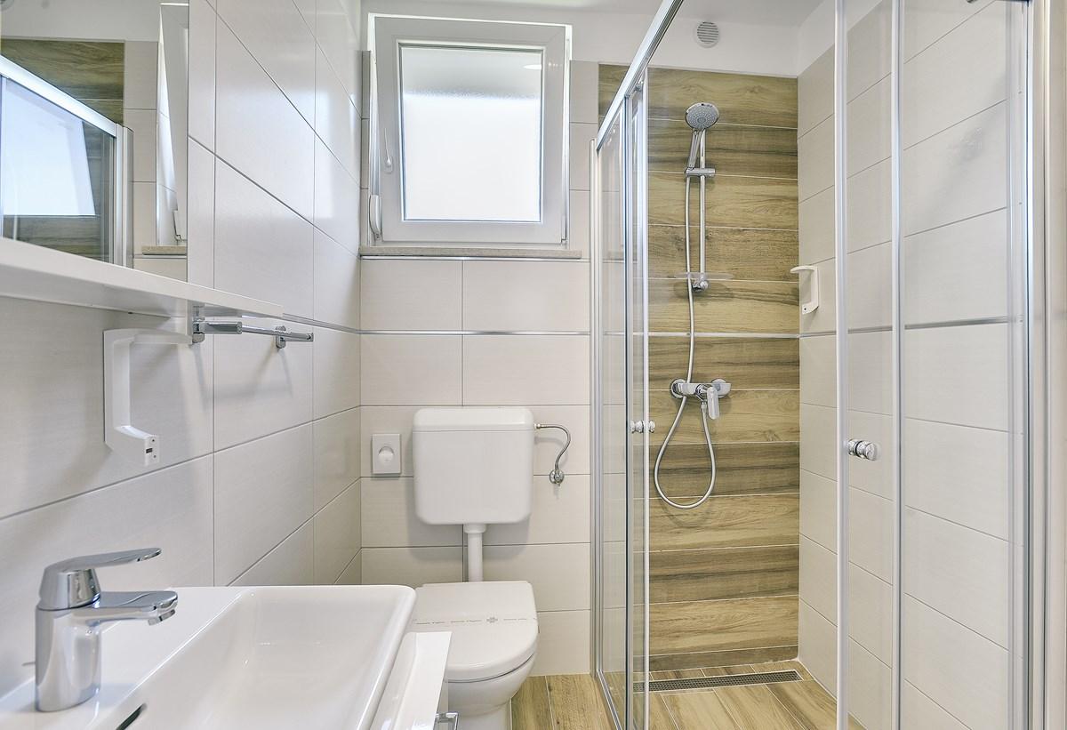 ferienhaus banjole mit terrasse oder balkon f r bis zu 8 personen mieten. Black Bedroom Furniture Sets. Home Design Ideas